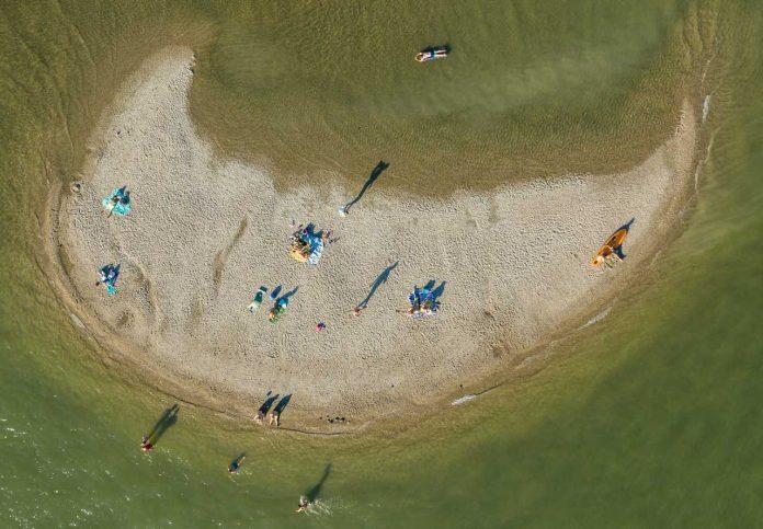 Strandolók a szigetcsúcson